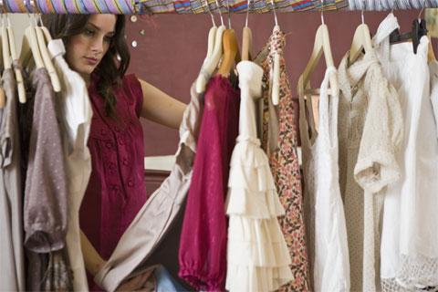 Dicas para organizar o seu guarda roupa
