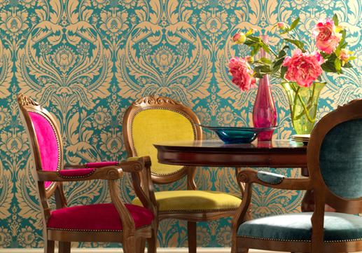 móveis com cores vibrantes