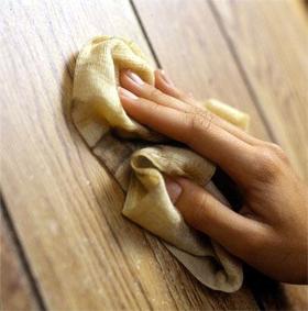 Limpeza de móveis de madeira