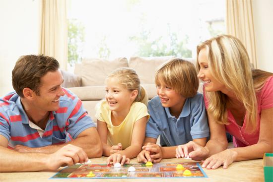Brincando com crianças em casa