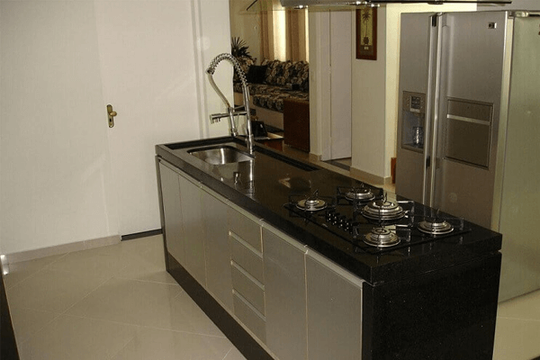 cozinha pia e fogão na ilha