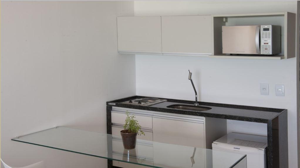 Pia de marmore com fogão cooktop