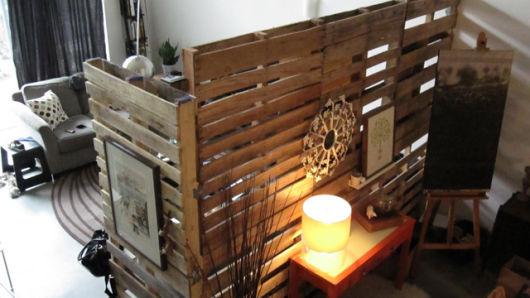 decorar a casa e separar ambientes usando pallet
