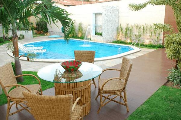 Paisagismo e móveis para piscina