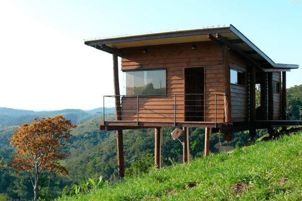 casa pequena de madeira