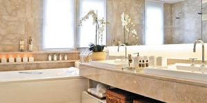 Banheiro espelhado