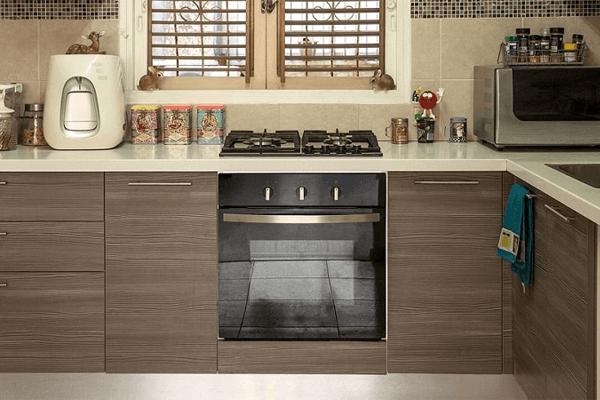 Como decorar uma cozinha pequena com pia com fogão embutido?
