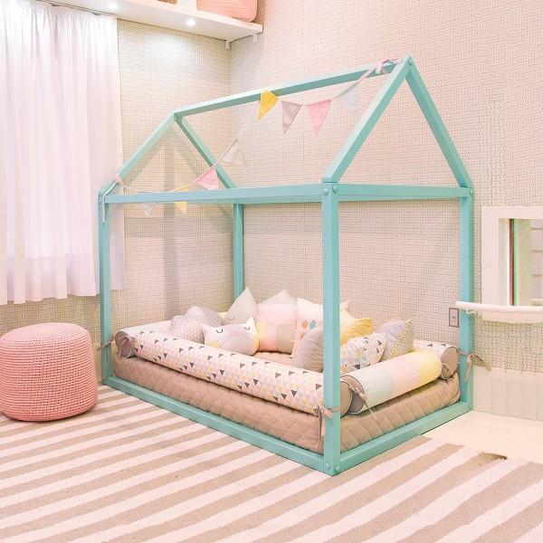 quarto com cama montessoriana