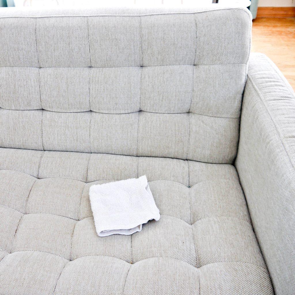 pano sobre um sofá