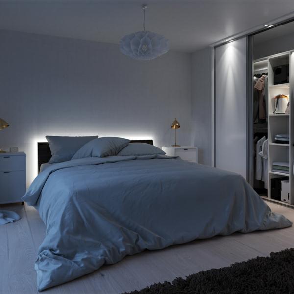 luminária de led em cabeceira de cama