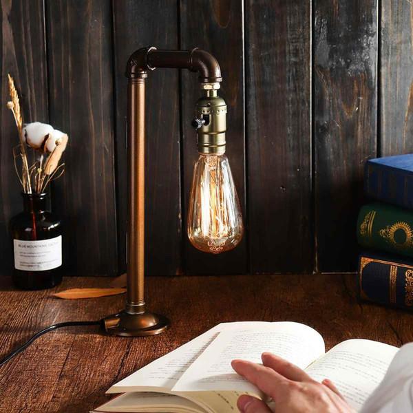 luminária de mesa e livro