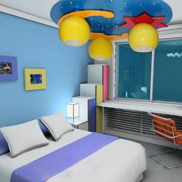 quarto infantil com luminária temática