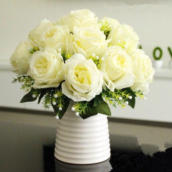 rosas brancas em vaso