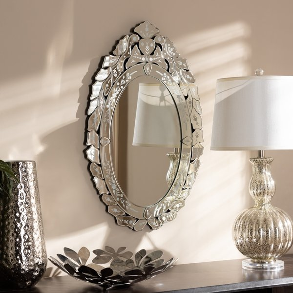 espelho com moldura veneziana