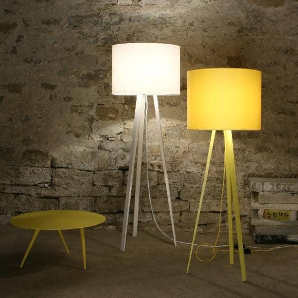 luminárias de chão branca e amarela