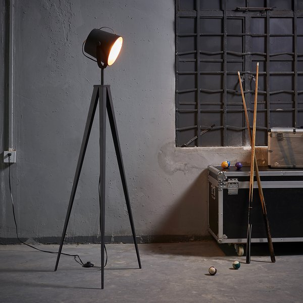 luminária de chão em tripé