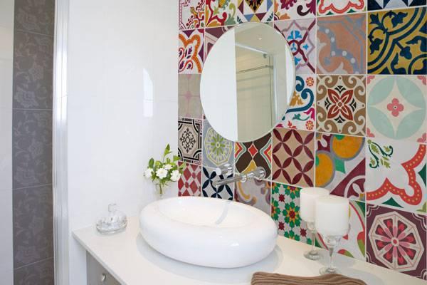 banheiro decorado com azulejo