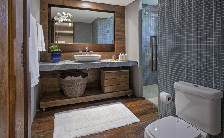 banheiro com madeira