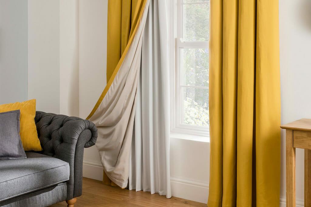 cortina amarela