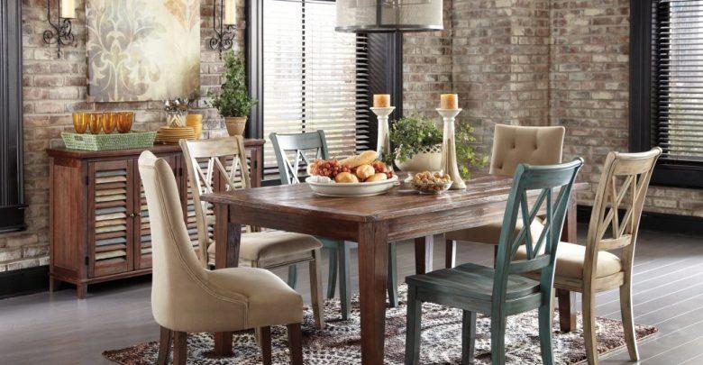 sala de jantar com madeira