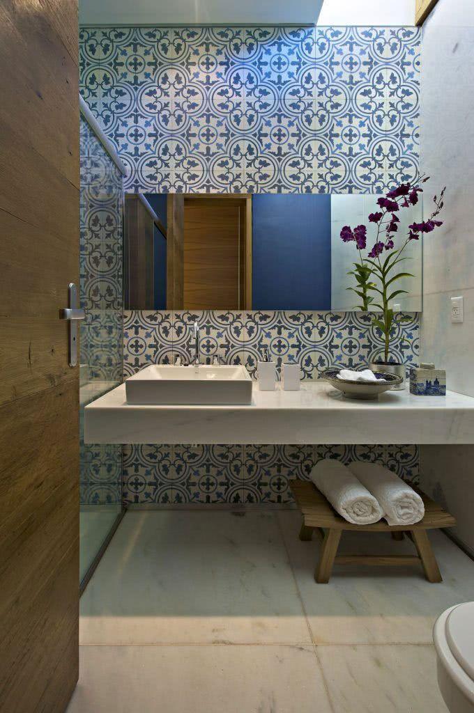 azulejos decorativos em banheiro