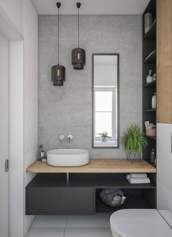 banheiro com prateleiras