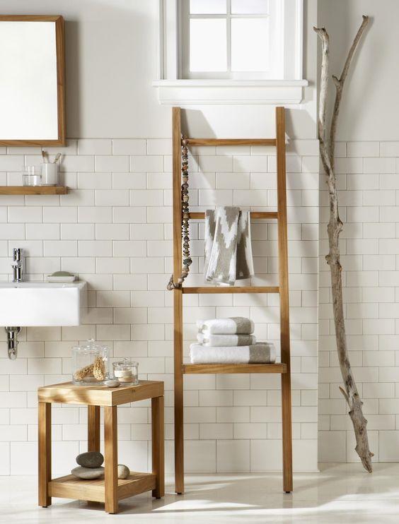 decoração com escadas em banheiro
