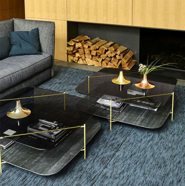 mesa de centro com detalhe em ouro acetinado