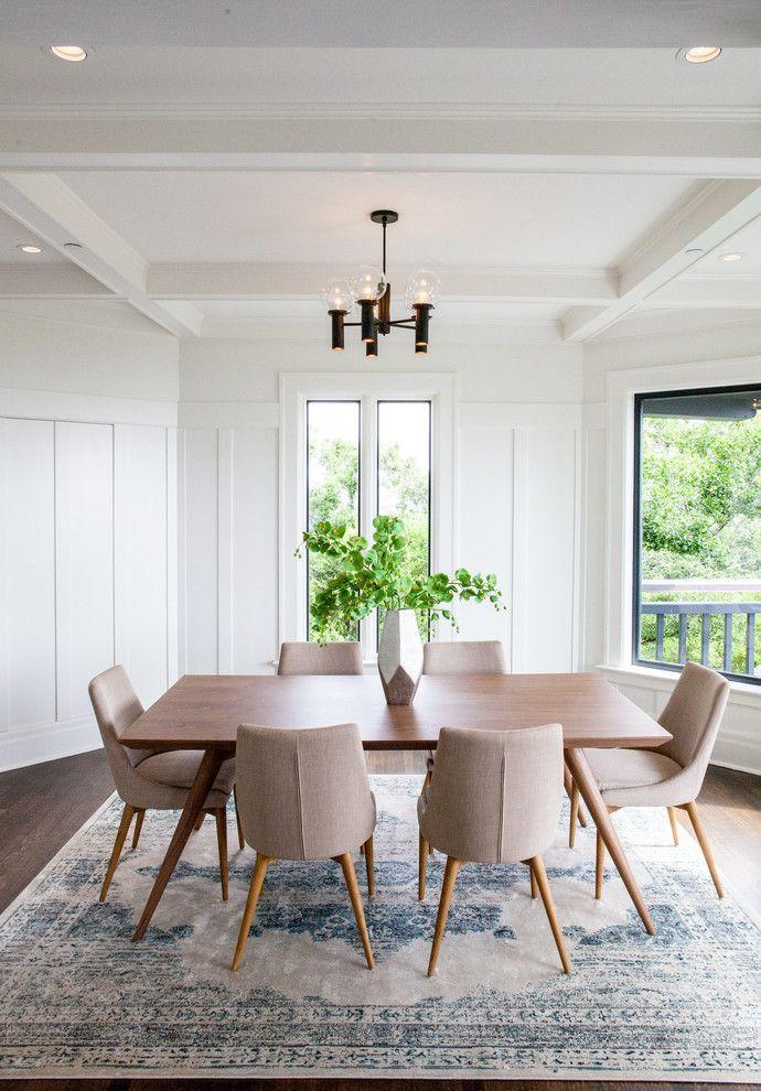 paredes brancas em sala de jantar