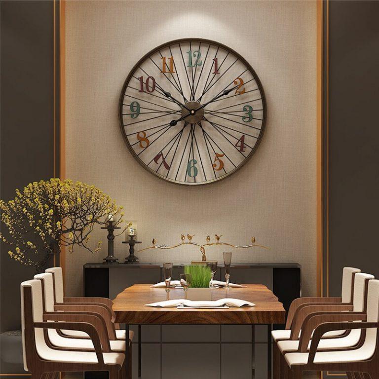 relógio em sala de jantar