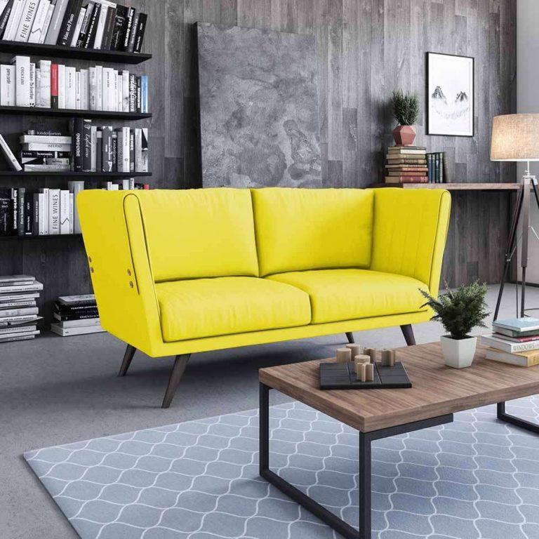 sofá amarelo em destaque em sala