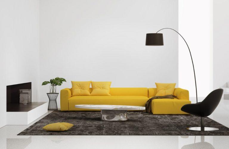 sofá amarelo em sala de estar moderna
