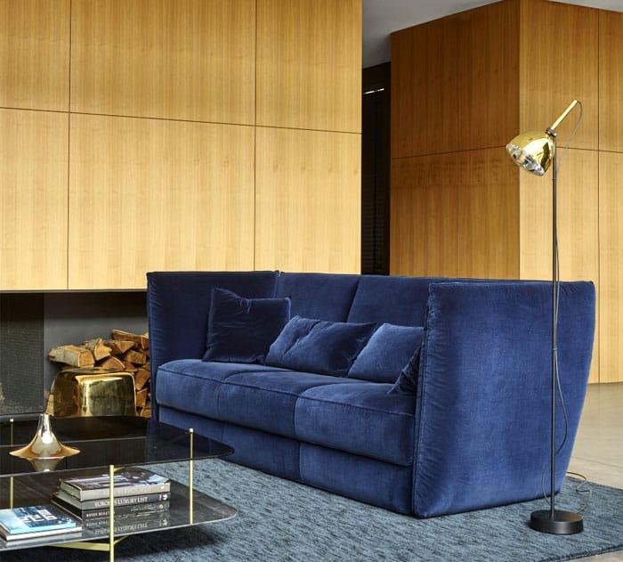 sofá azul em decoração de sala de estar