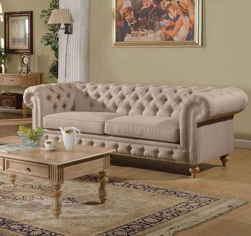 sofá bege em sala de estar