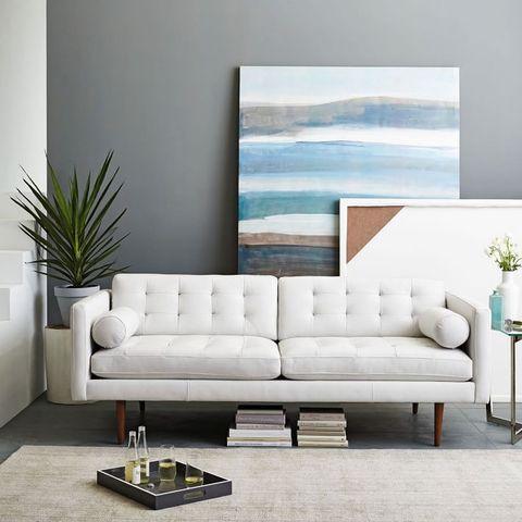 sofá branco em sala