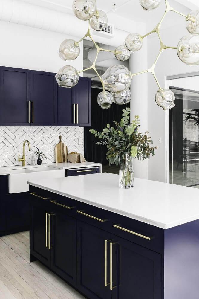 cozinha tom azul-escuro