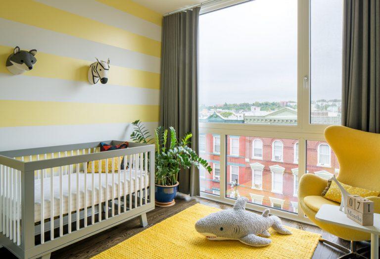 decoração quarto de bebê com amarelo e cinza