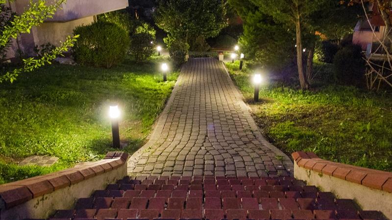 Postes para iluminação externa