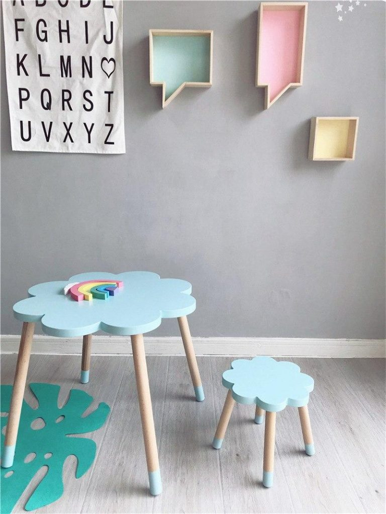móveis em formato de nuvem em quarto infantil