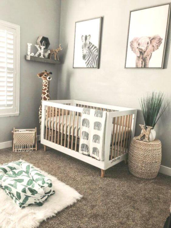 quarto de bebê com temática de safari