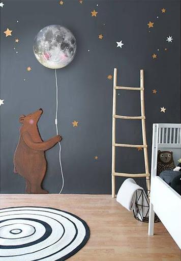 quarto de bebê com urso e lua
