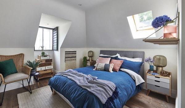 quarto de casal com tom azul