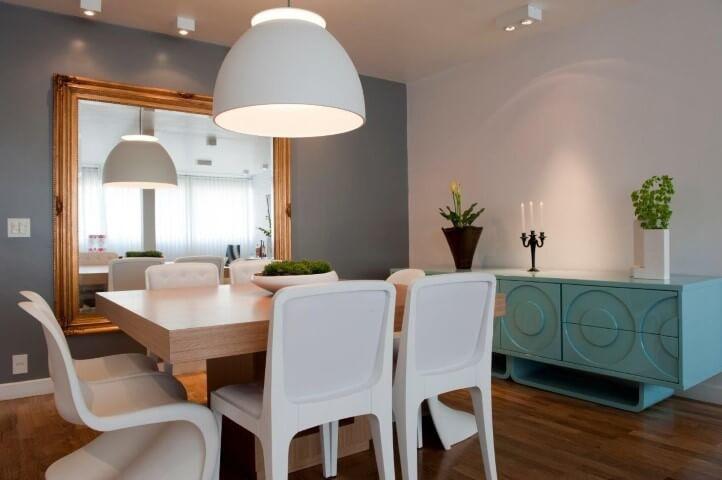 aparador azul em sala de jantar