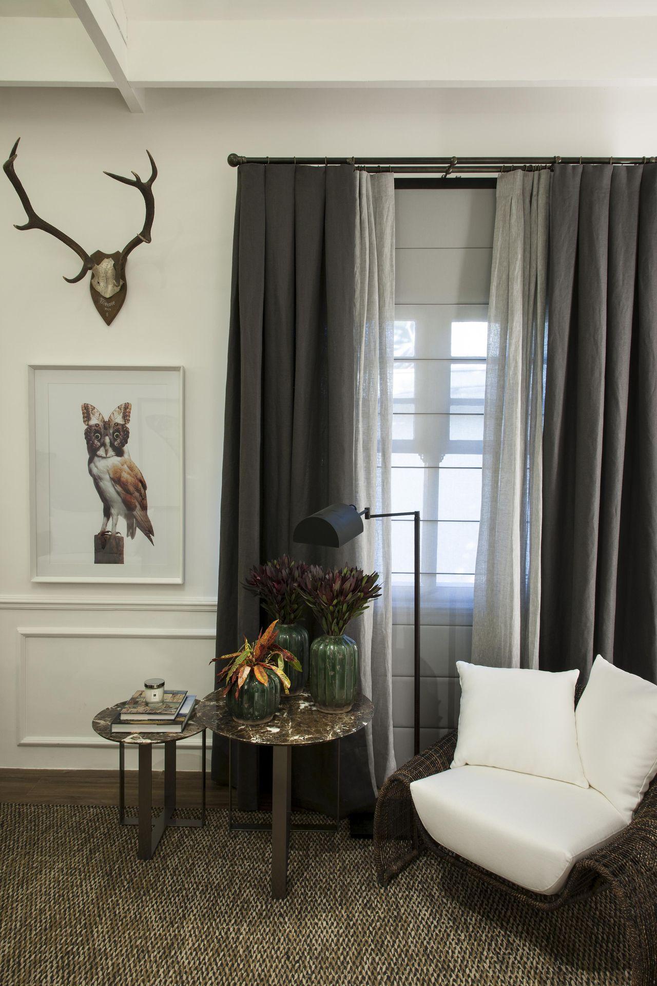 cortina cor cinza-escuro em sala