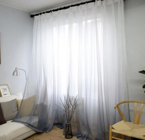 cortina longa branca com transparência em sala