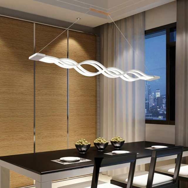 lustre diferenciado em sala de jantar