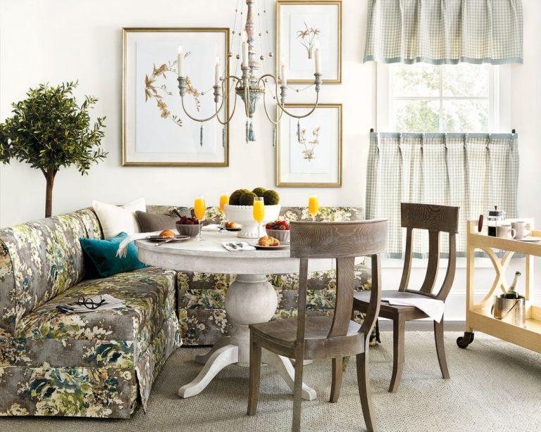 mesa de jantar com sofá e cadeiras