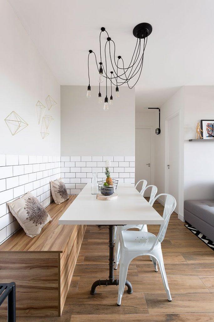 mesa e cadeiras de jantar diferentes